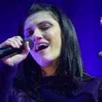 """Elisa insegna canto ad """"Amici"""" : pro e contro."""